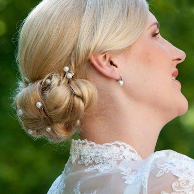 Brautfrisur Nackenknoten