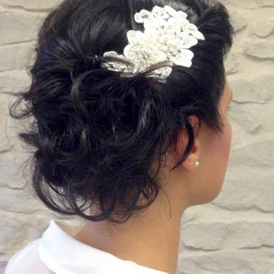 Brautfrisur-kurze-Haare-locker-gesteckt