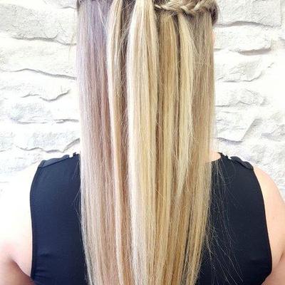 Abiballfrisur-Abschlussballfrisur-lange-Haare-halboffen