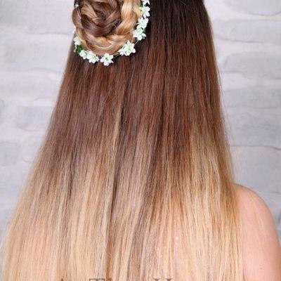 Abschlussballfrisur-lange-Haare-halboffen