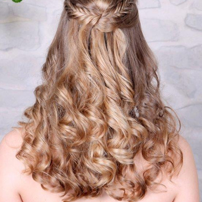 Mittellange haare halb hochgesteckt