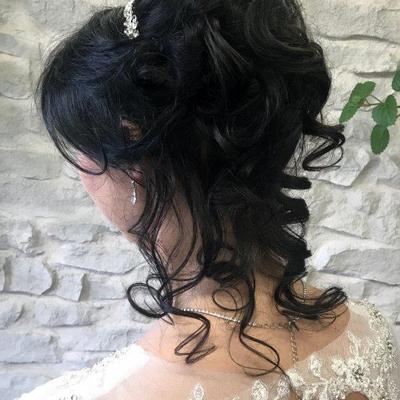 Brautfrisur-mit-Diadem