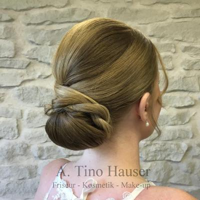 Brautfrisur-elegant-chignon-nackendutt
