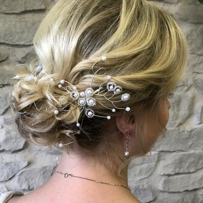 Brautfrisur-locker-gesteckt-haarschmuck