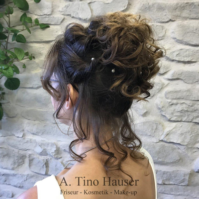 Brautfrisur-locker-gesteckt-lockig-romantisch