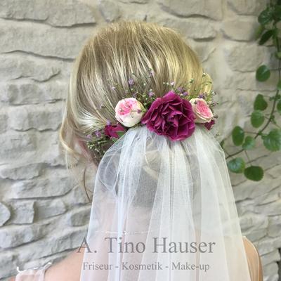 Brautfrisur-steckfrisur-mit-schleier-blumenschmuck-